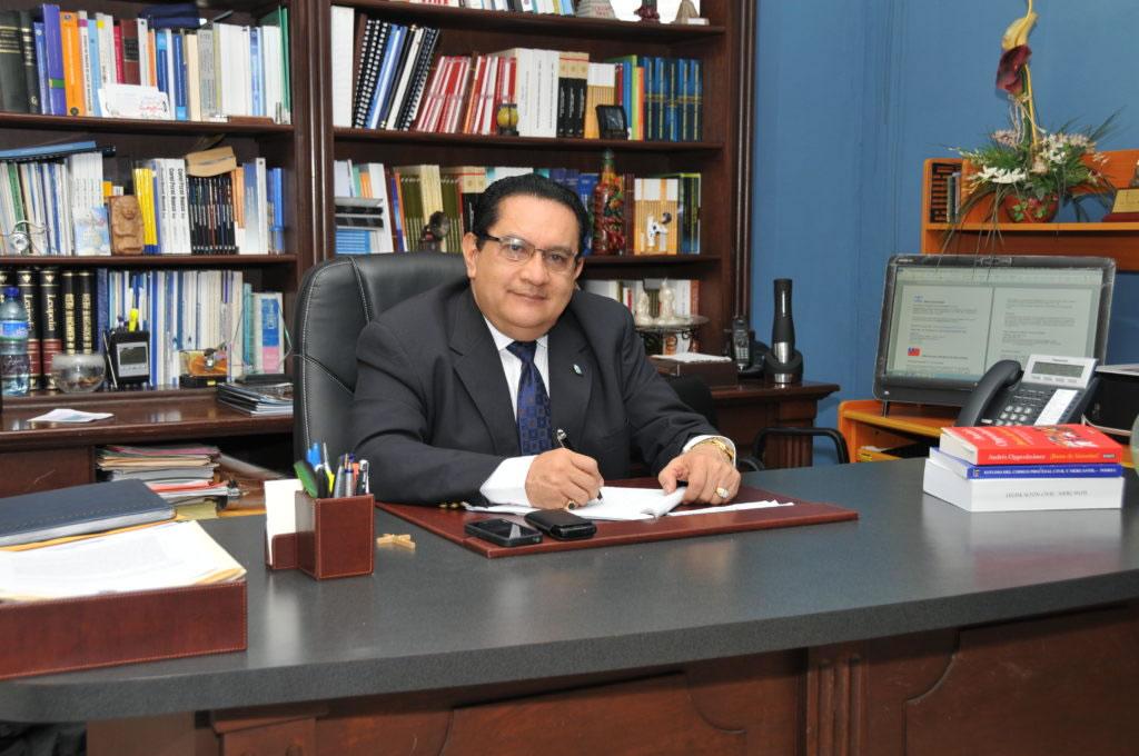 Photo of Dr. Pedro Fausto Arieta Vega, dejando huella académica