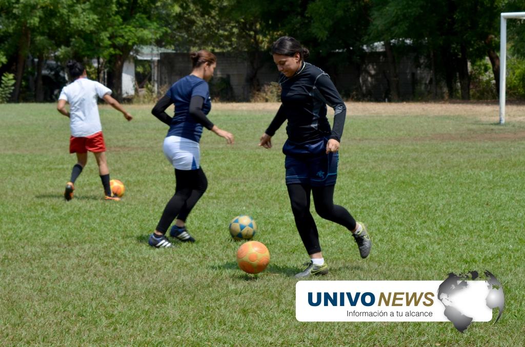 Photo of La selección femenina UNIVO inició con goleada el torneo de ADUSAL