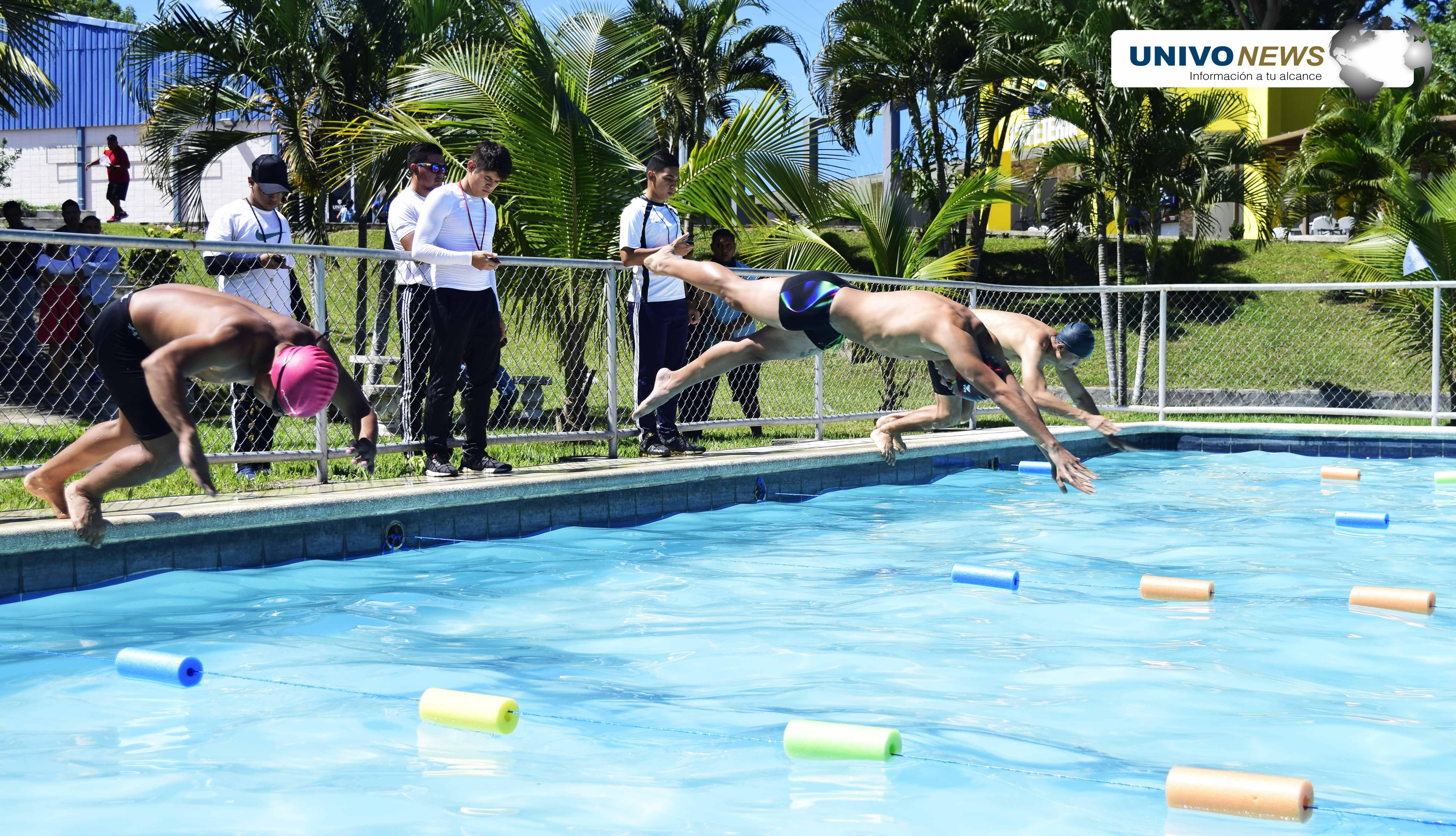 Natación y tenis disputado en la UNIVO