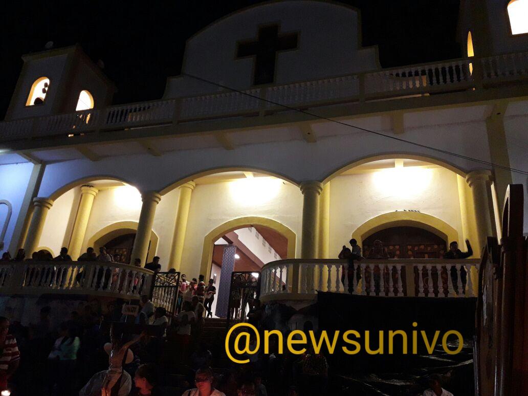 Photo of Feligreses se toman calle para evitar fiesta