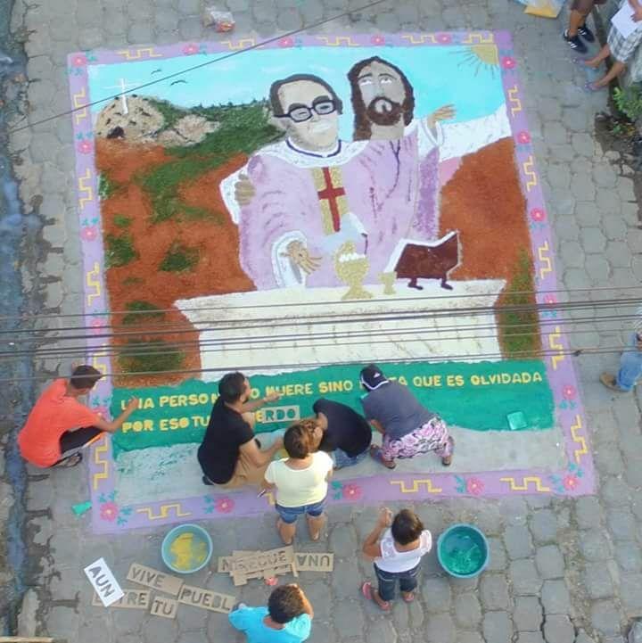 Photo of Jesús y Monseñor Romero en las alfombras
