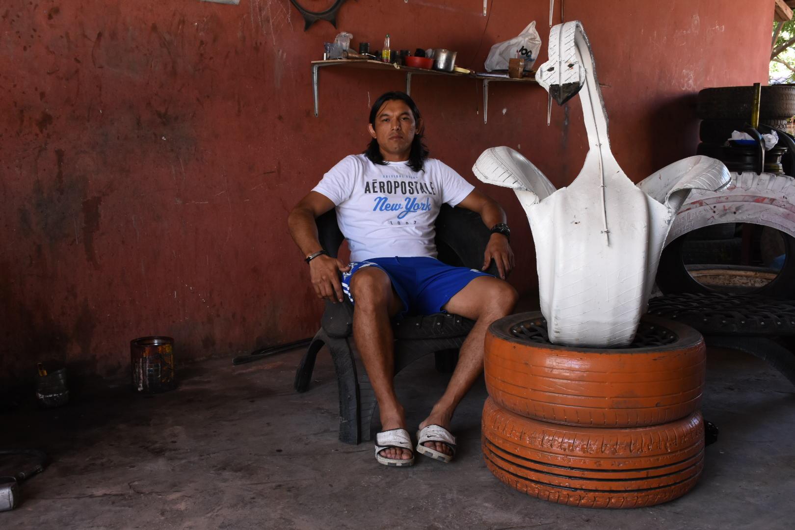 """Photo of Leonel """"el Apache"""" Guevara: de futbolista profesional a artista de las llantas"""