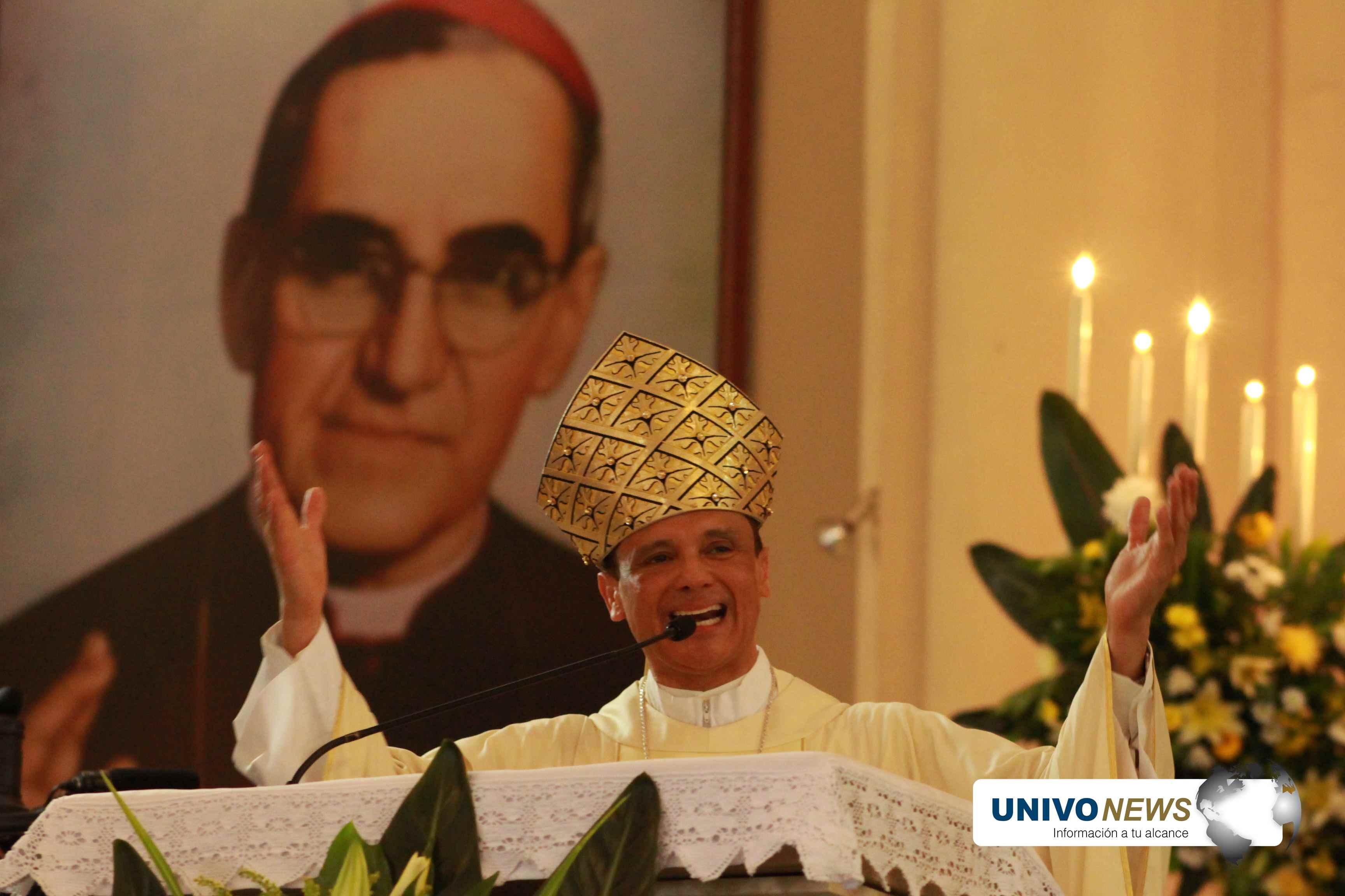 Photo of Monseñor Colindres sigue a favor del diálogo para combatir la violencia en el país