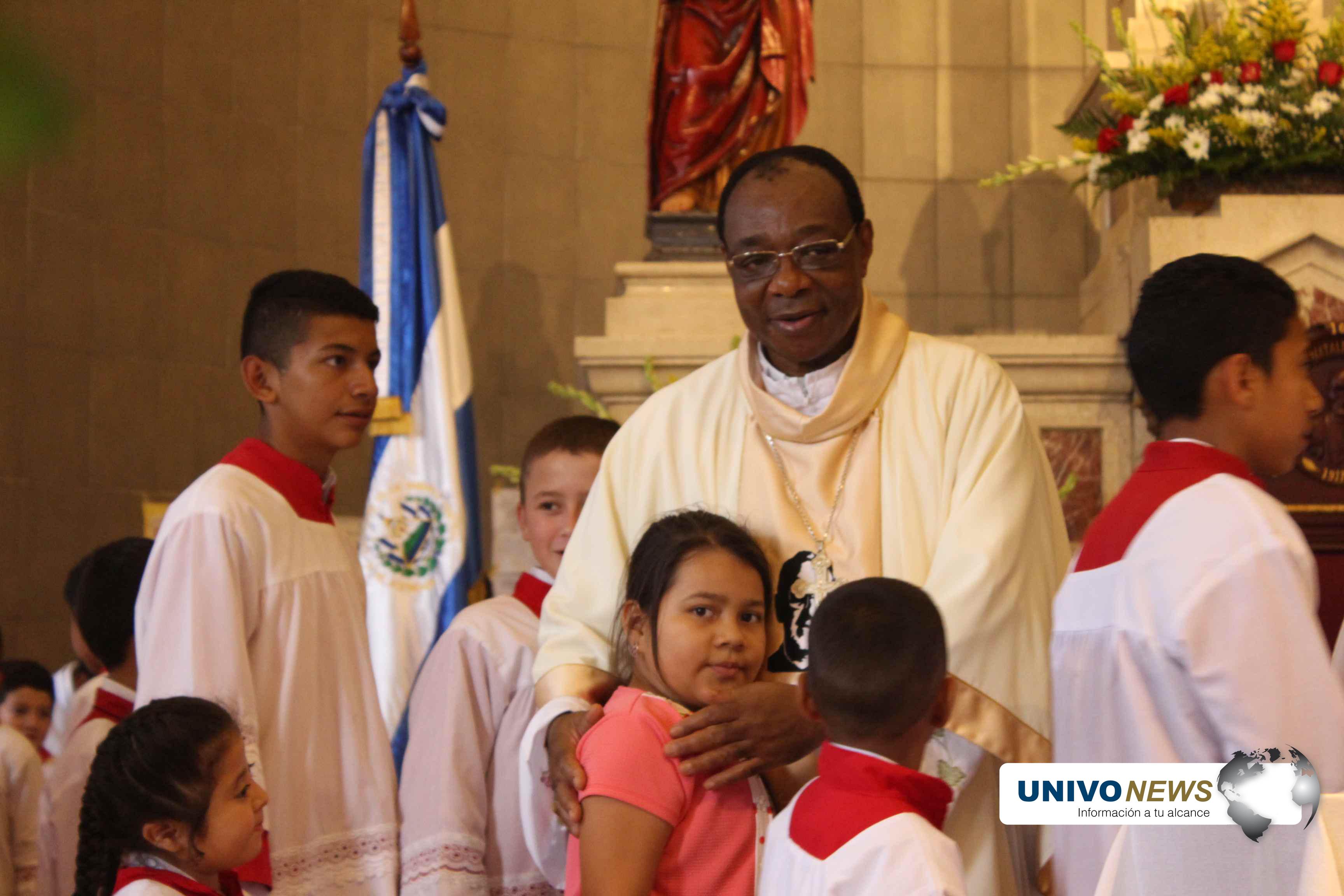 Photo of Mons.León Kalenga, desde la cuna del Beato Romero hacia la del papa Francisco