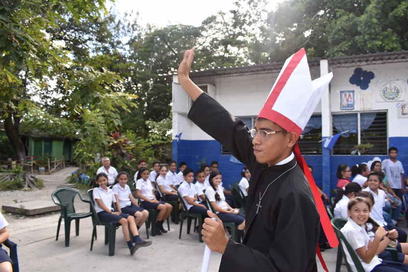 Jóvenes exigen justicia por asesinato de Mons. Romero