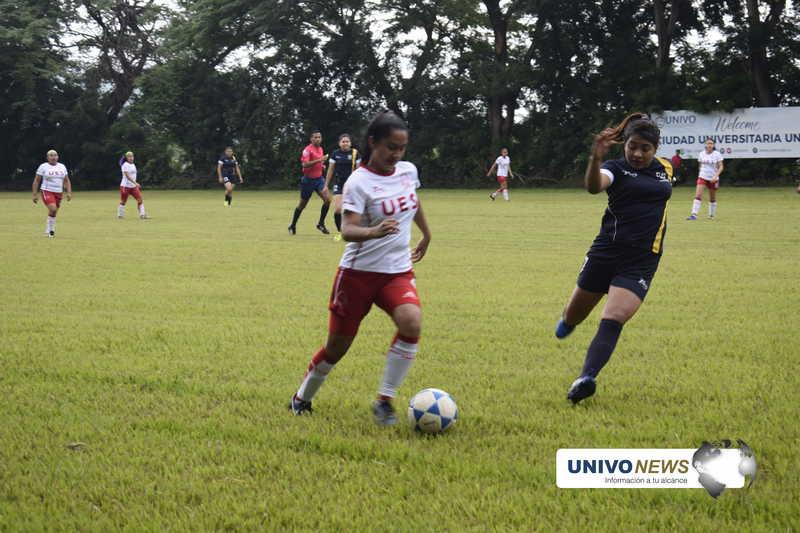 Selecciones femeninas de fútbol realizaron encuentro