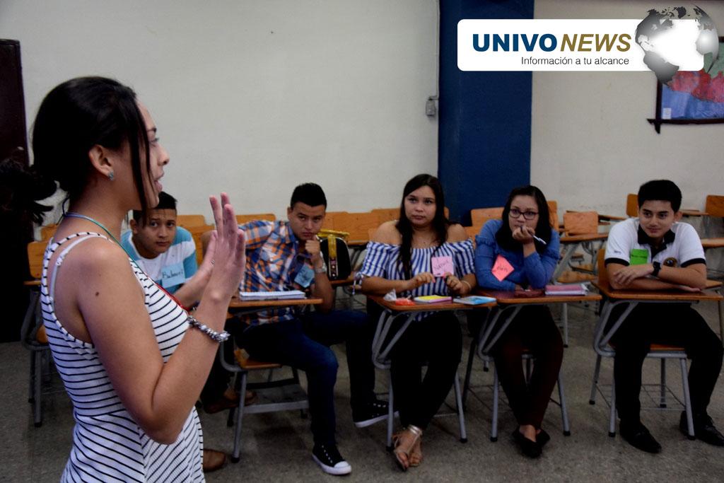 """Photo of Jóvenes del programa de honor participaron en taller: """"Seamos Generación del Cambio"""""""
