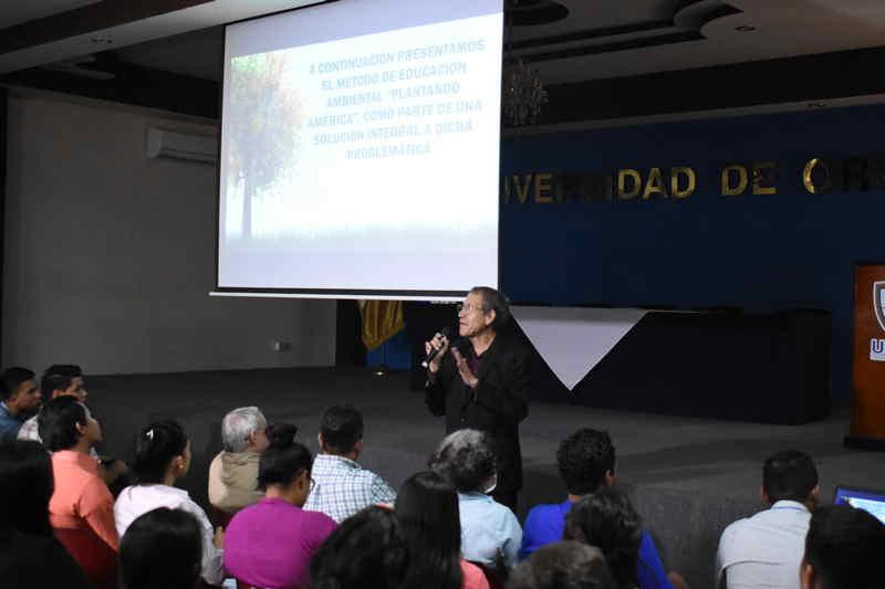 Ecologista que será nominado al premio nobel de la Paz llegó a la UNIVO