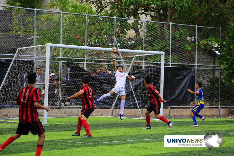 Milán F.C. venció 2 goles contra  1 al  C.D. San Simón
