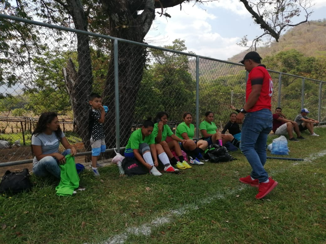 Photo of Encuentro de fútbol femenino en Jocoaitique