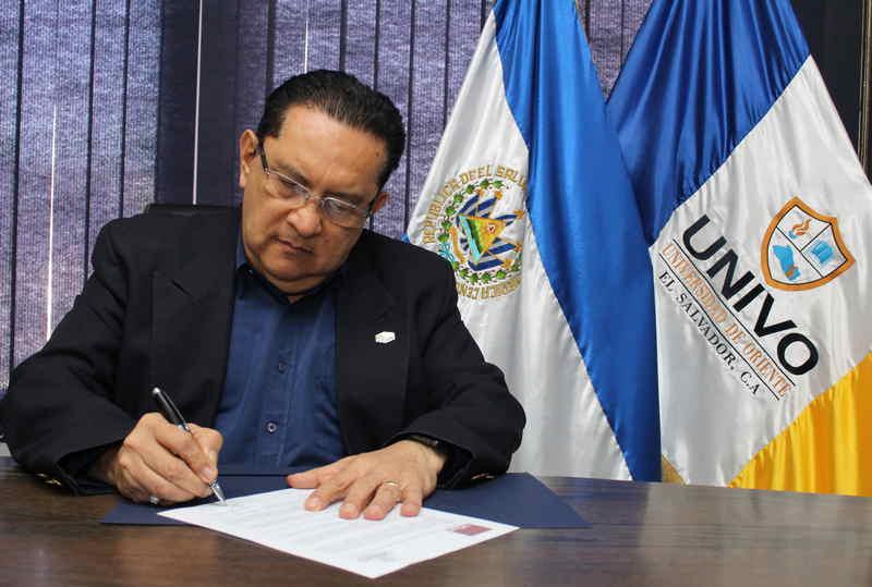 Photo of UNIVO firma convenio con  la Universidad de Castilla- La Mancha