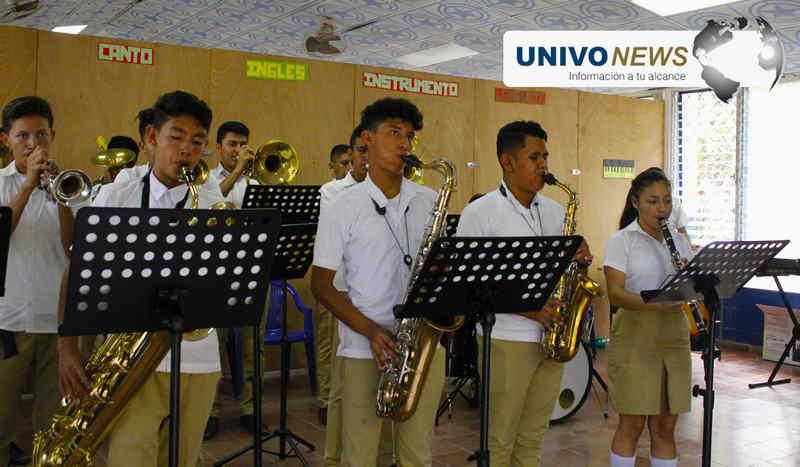 Estudiantes de INSASI  conforman Orquesta y Sinfónica
