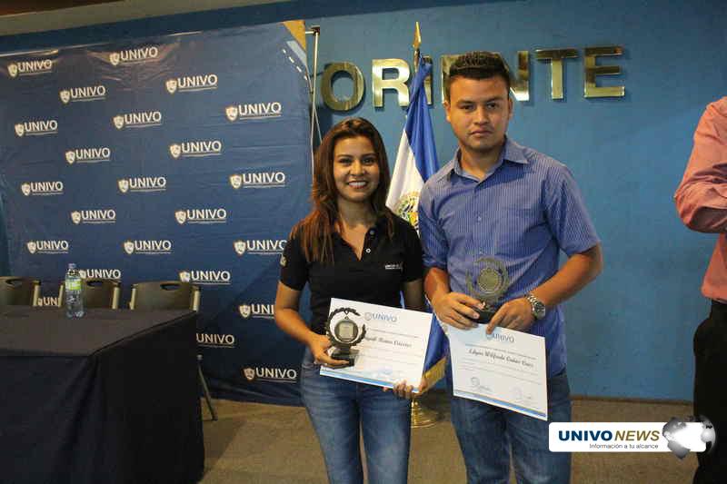 Comunicadores de UNIVO News se agencian premios de fotografía