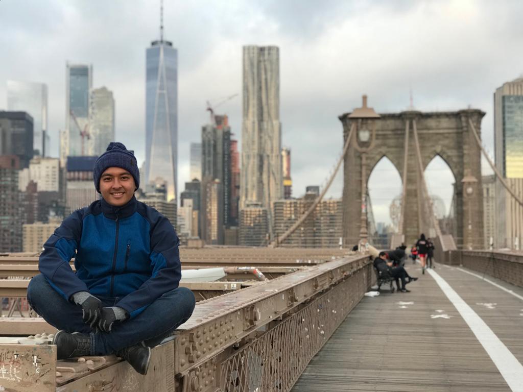 Manrique, el estudiante de la UNIVO que enseña español y cultura en Oregon