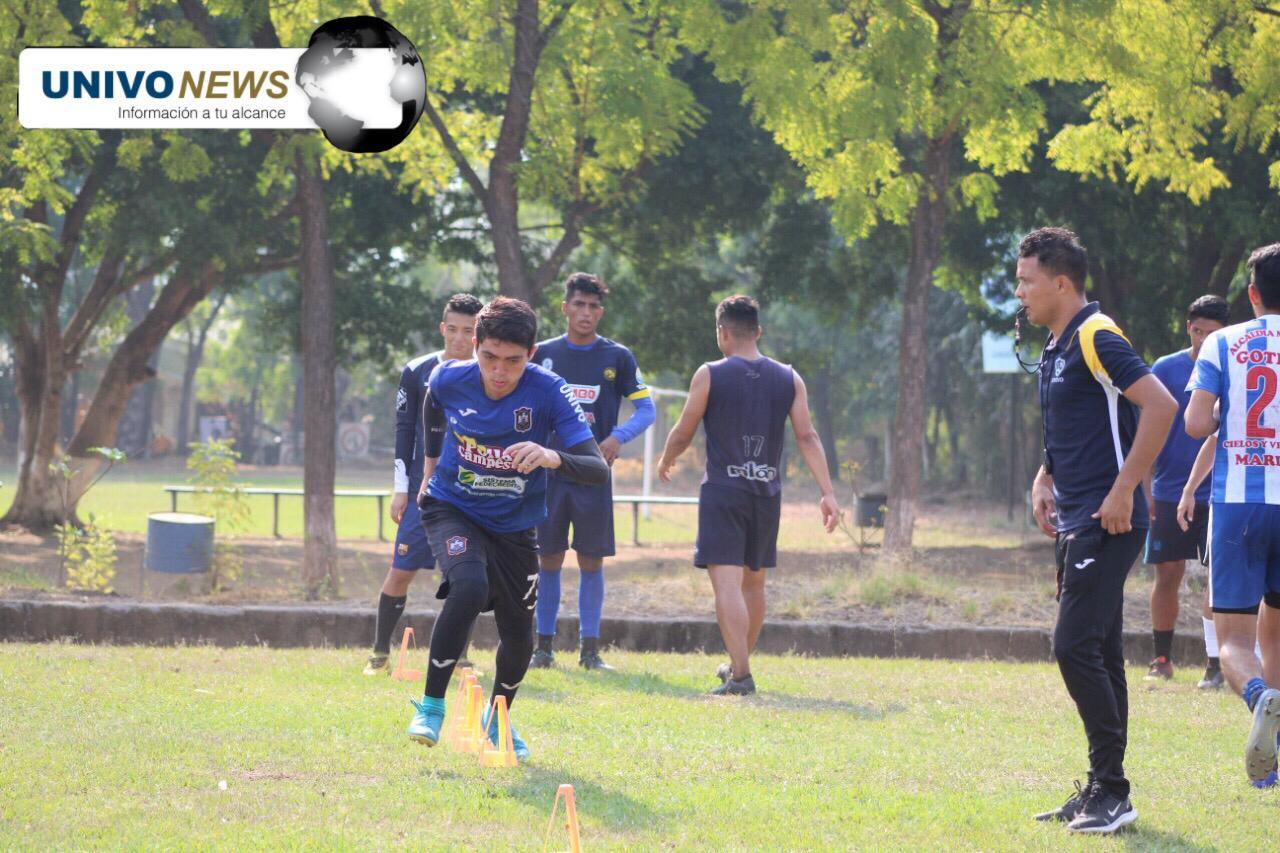 Con los sueños y el fútbol rumbo a Colombia