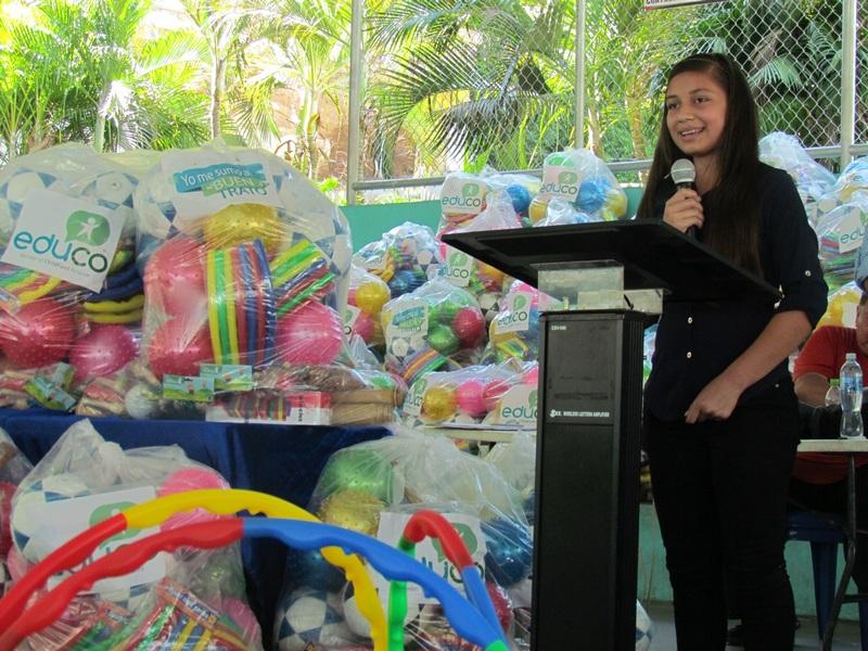 Entregan kits de convivencia a 108 centros escolares