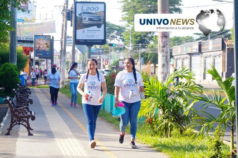Jóvenes universitarios corrieron por la prevención del cáncer de mama