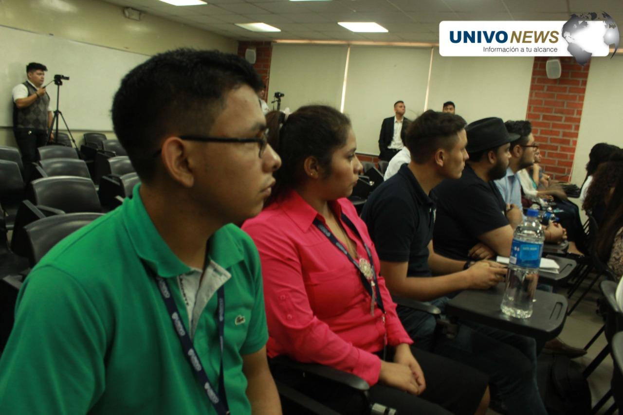 Estudiantes UNIVO participaron en seminario sobre periodismo de ciencia