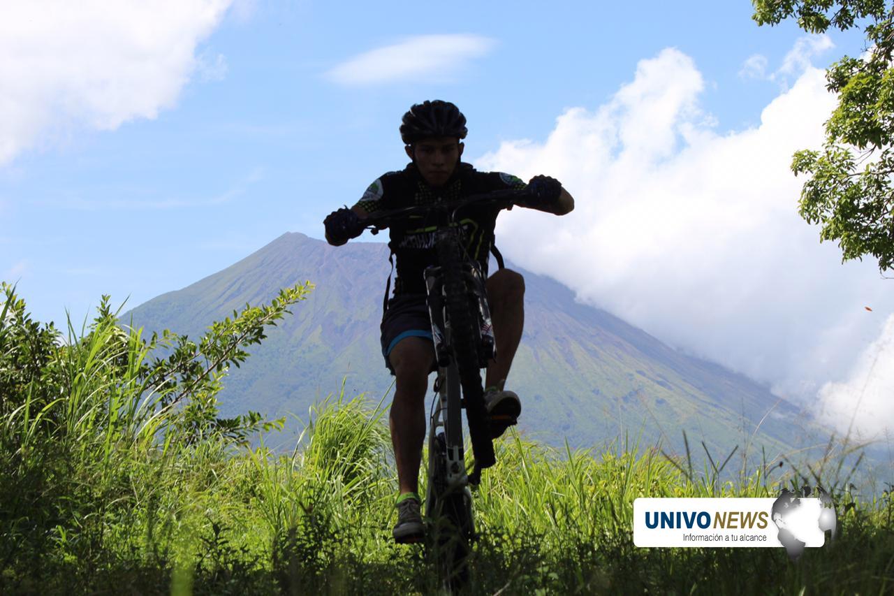Dominando la cordillera Tecapa a ritmo de las bici de montaña