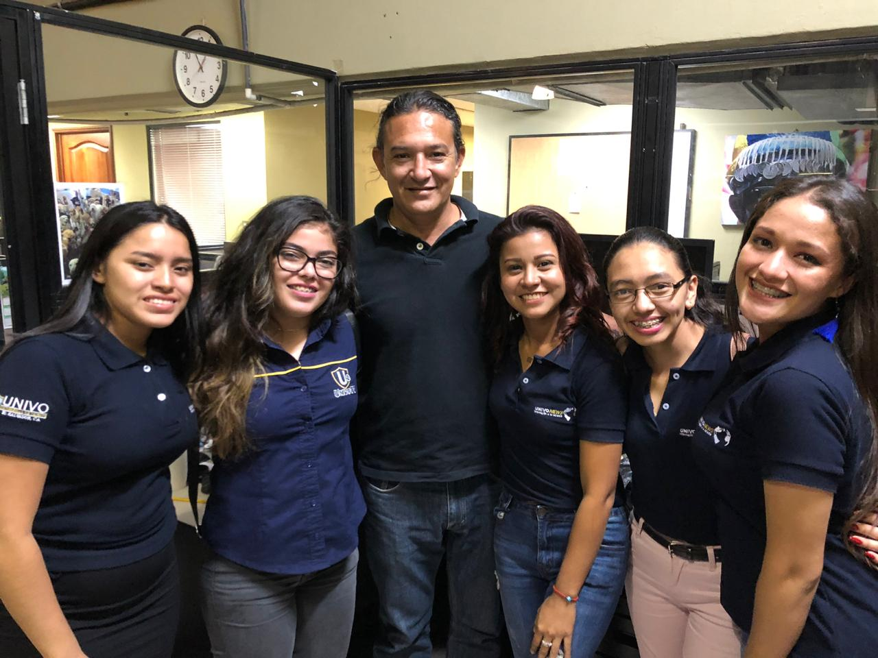 Con Milton Flores, editor de fotografía  de La Prensa Gráfica