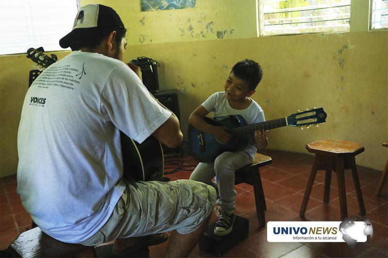 """Escuela """"Paco Cutumay"""" música en la guerra y en la paz"""