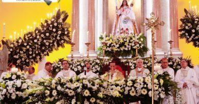 Galería de fotos de la misa ofrecida a la Virgen de La Paz