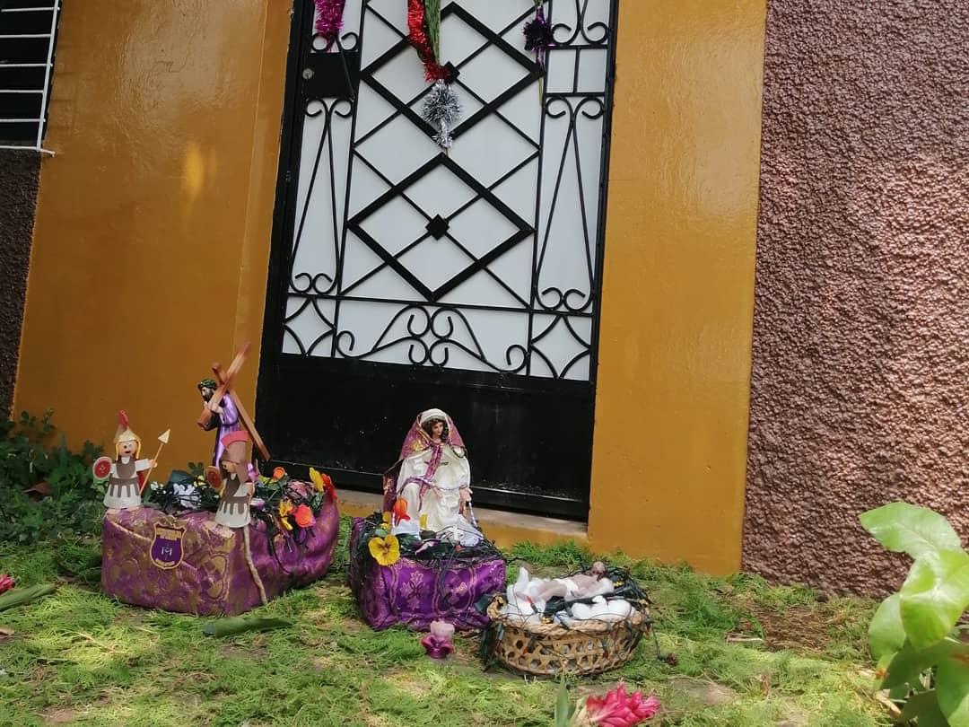 Photo of Y el domingo de ramos se celebró en las casas, las bendiciones desde las calles