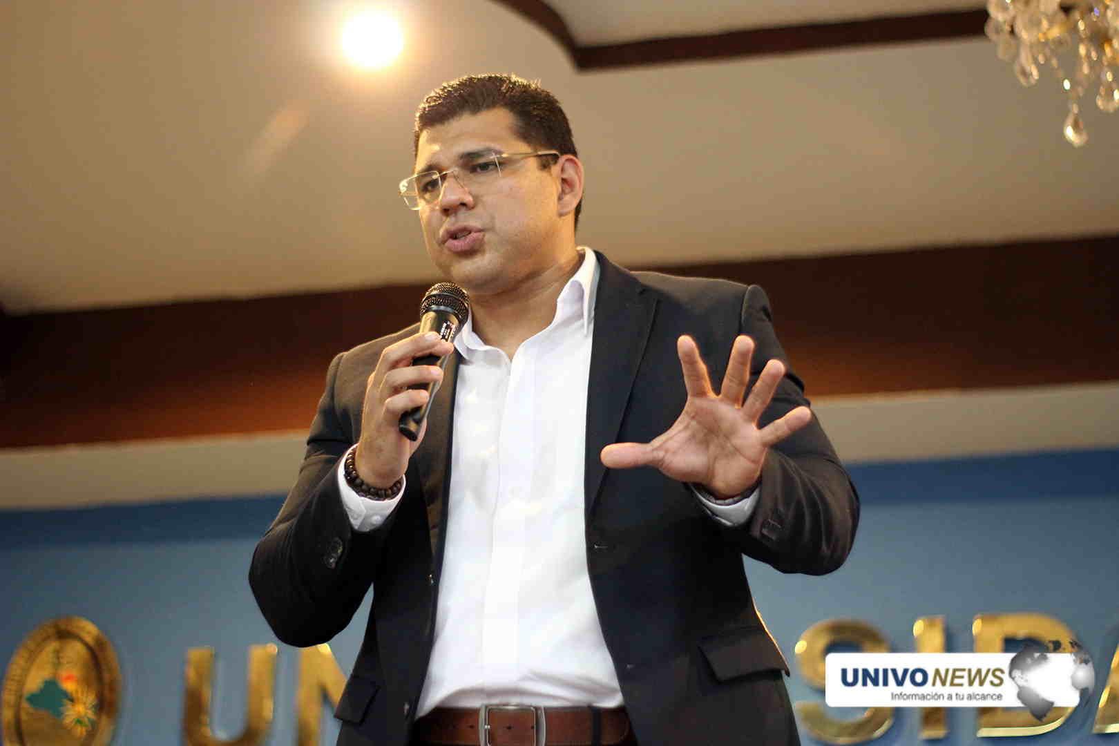 Photo of Federico Zeledon compartió su trayectoria con los futuros comunicadores UNIVO