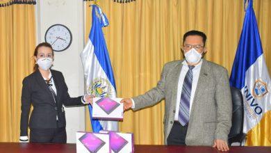 Photo of UNIVO recibe donativo de Caja de Crédito para estudiantes destacados y de bajos ingresos
