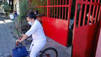 Photo of Marilú, la enfermera que va en bicicleta a trabajar al hospital